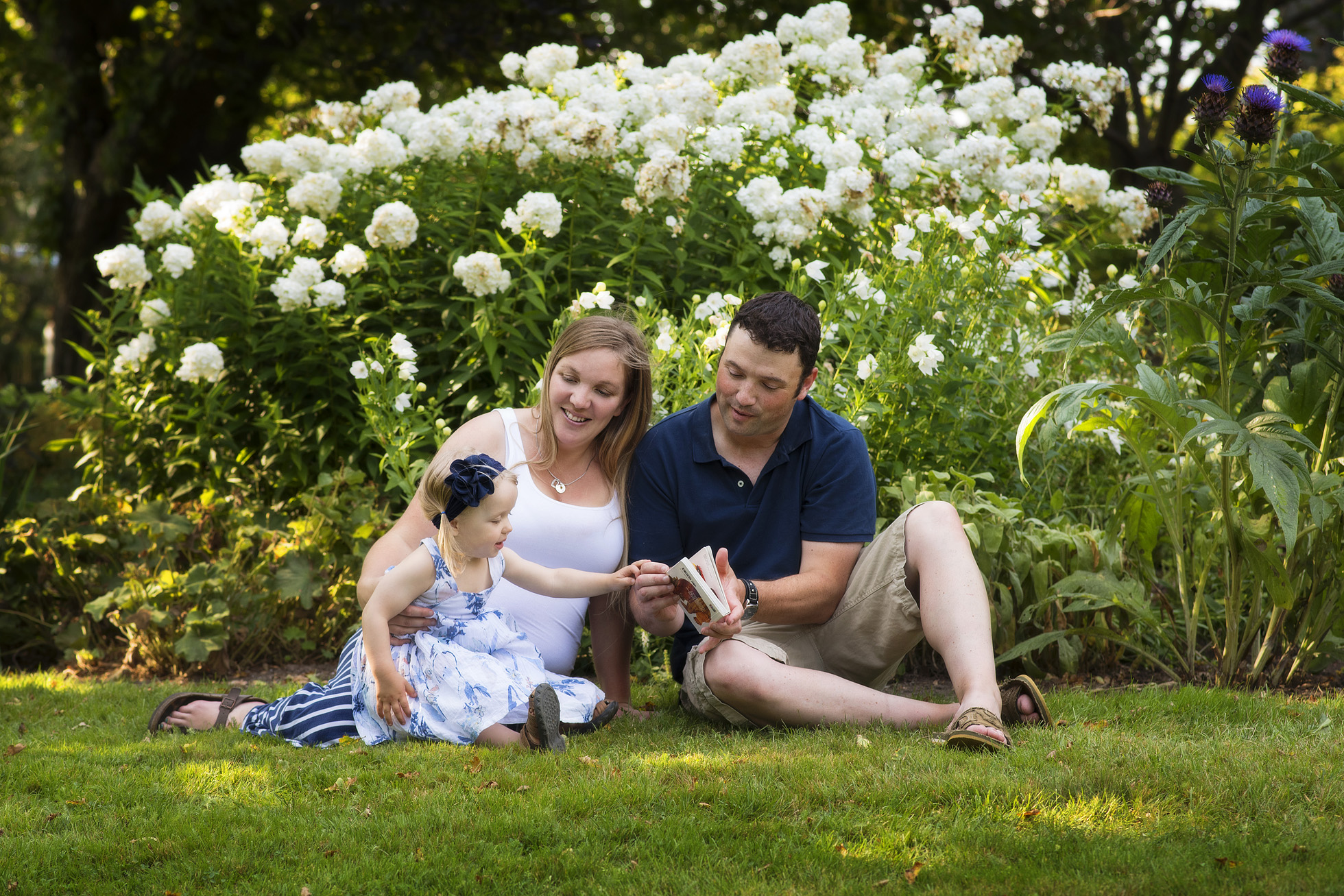 Family photo session at the park